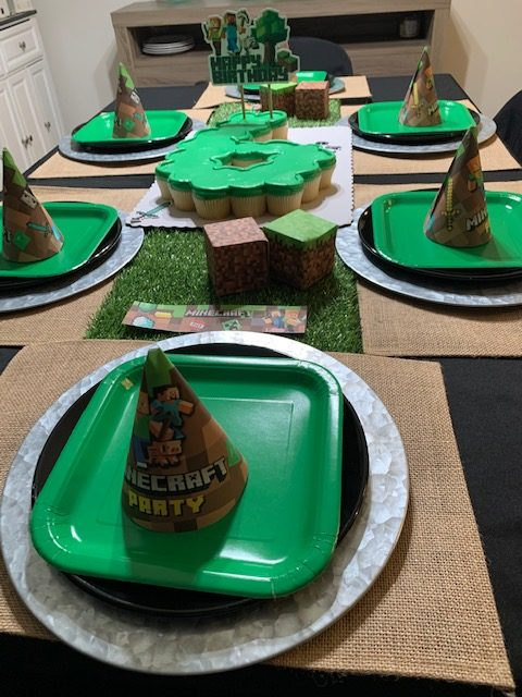Minecraft placesetting for birthday party